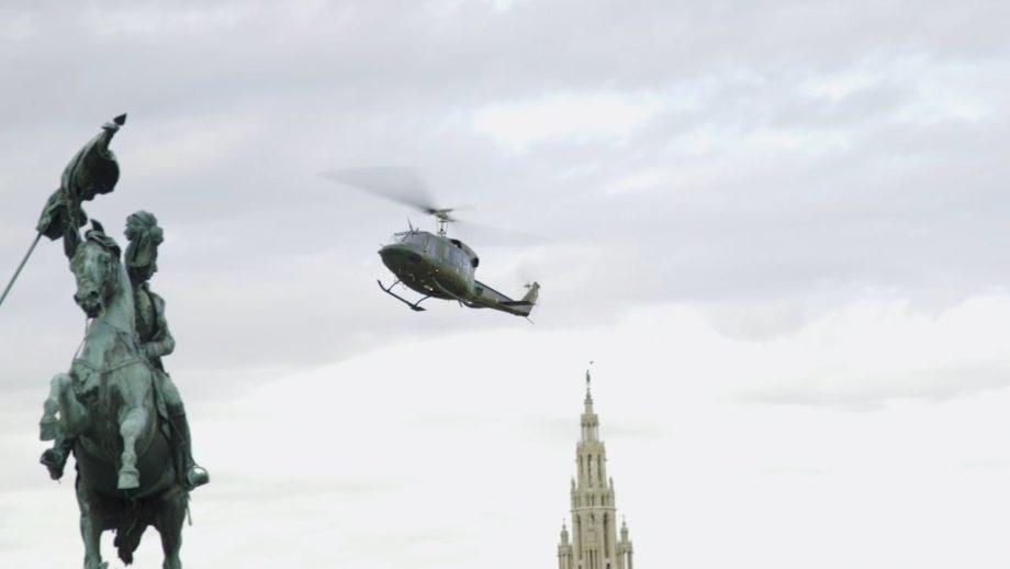 Agusta Bell Heldenplatz landing 001